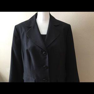 Beautiful 3 button suit jacket